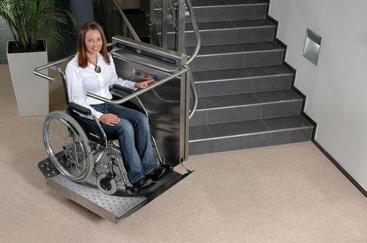 gerader Treppenlift für Rollstuhlfahrer